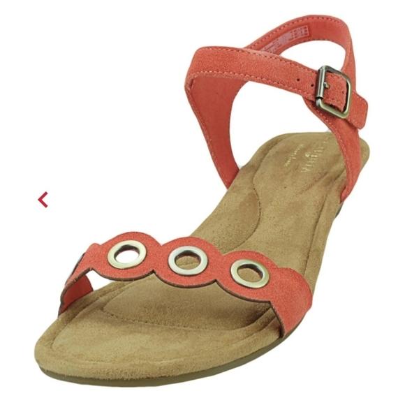 Koolaburra Shoes - NIB Koolaburra by UGG Leira Wedge Sandals 11